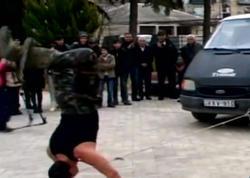 Dişi ilə avtomobili dartdı, qolunun üstündən maşın keçdi - Azərbaycanlıların rekordu - VİDEO - FOTO