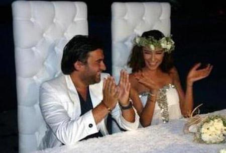 Toy gecəsini valideynləri ilə birlikdə keçirən MƏŞHUR iki gün sonra boşandı - FOTO