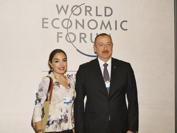 Heydər Əliyev Fondunun vitse-prezidenti Leyla Əliyeva Dünya İqtisadi Forumunun keçirildiyi Konqres Mərkəzində olub - FOTO