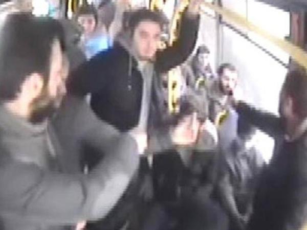 """Yeni DİLƏNMƏ ÜSULU -  """"53"""" nömrəli sərnişin avtobusuna minən şəxs telefonla..."""