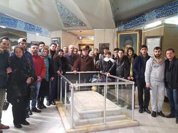 Musiqili Teatrın kollektivi Şəhriyarın məqbərəsini ziyarət edib