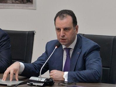 Ermənistanın müdafiə naziri İrana gedir