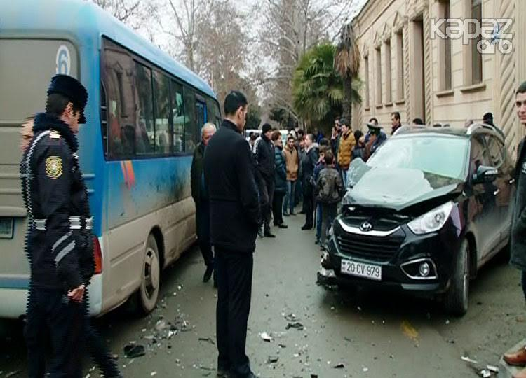 """Avtobus """"Hyundai"""" ilə toqquşdu: yaralı var - FOTO"""