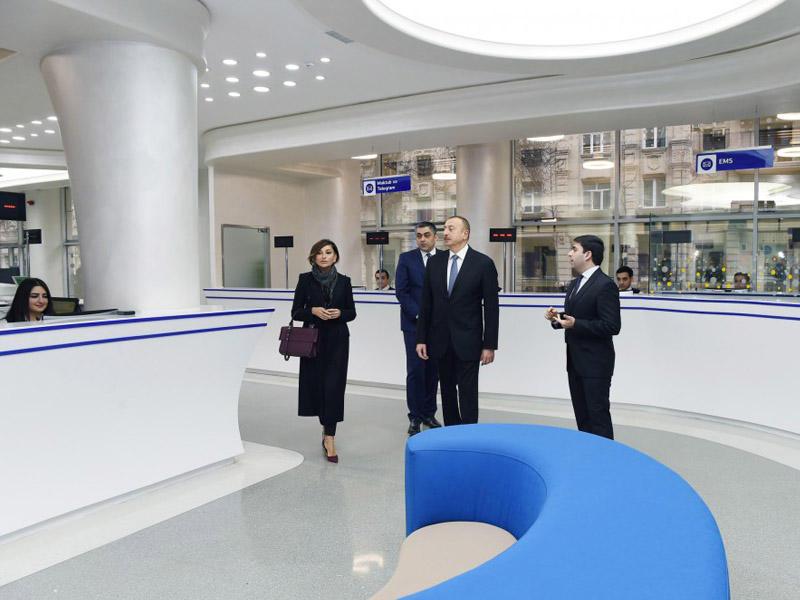 Prezident İlham Əliyev və xanımı Bakıda 1 saylı poçt filialında yeni xidmət mərkəzinin açılışında iştirak ediblər