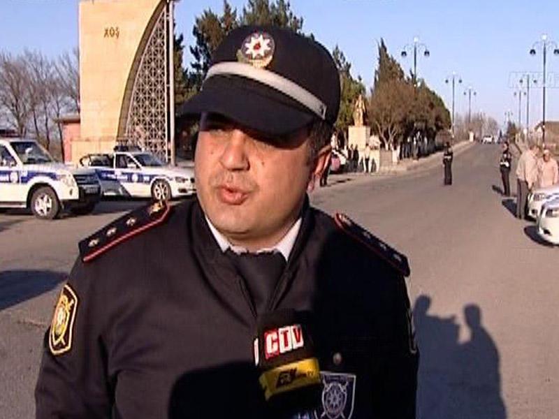 Maşında oturub sürücünü təhqir edən yol polisinin günahı təsdiqləndi