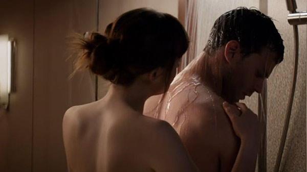 Erotik dramın bir günlük nümayişindən 20 milyon manat qazandılar - FOTO