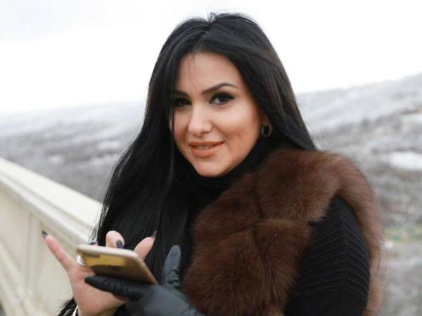 """Azərbaycanlı teleaparıcıdan tükürpədici ETİRAFLAR: <span class=""""color_red"""">""""Atam bizi itirib-axtarmadı, onu qəbul etmirəm"""" - FOTO</span>"""