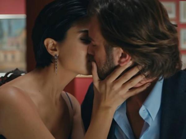 Kıvanç Tuba ilə öpüşmə səhnəsindən danışdı - FOTO