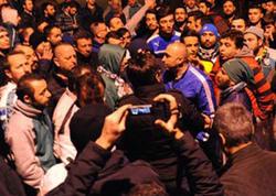 """Türkiyədə futbolçulara BIÇAQLI HÜCUM - <span class=""""color_red"""">Körpüdə avtobusun qarşısın kəsdilər - VİDEO</span>"""