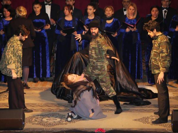 Mahnı Teatrında Xocalı qurbanları yad edildi - FOTO