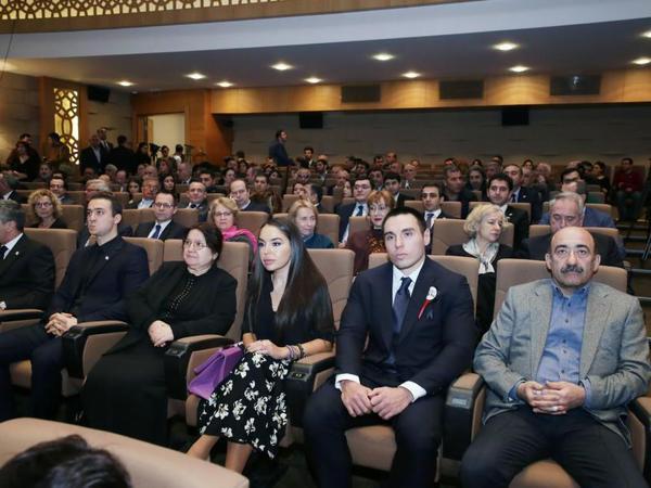 """Heydər Əliyev Fondunun vitse-prezidenti Leyla Əliyeva """"Sonsuz dəhliz"""" filminin nümayişində iştirak edib - FOTO"""