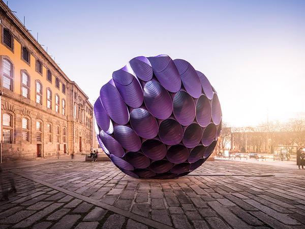 Portunun mərkəzində instalyasiya - FOTO