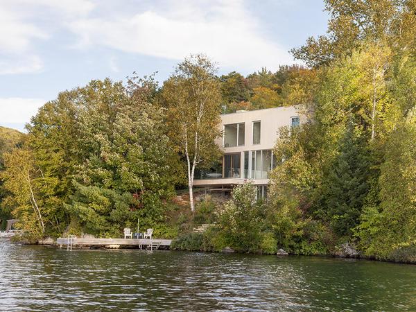 Göl sahilində ev - FOTO