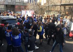 İrəvanda aksiya: Ter-Petrosyanın seçki bloku sülh şüarı ilə küçələrə çıxdı - FOTO