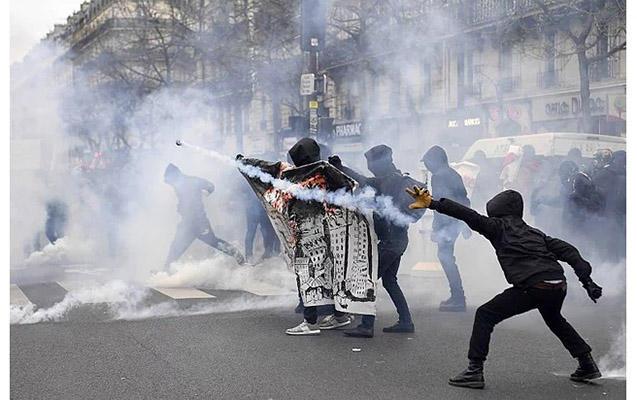 Fransa zorlanan oğlan üçün ayağa qalxdı - FOTO