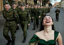 """""""40 əsgərə bir qız""""... - FOTO"""