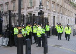 Londonda hücum zamanı 3 polis əməkdaşı yaralanıb