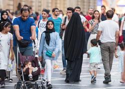 Bakıya turist axını - iranlılar, ərəblər, ruslar, avropalılar... - VİDEO