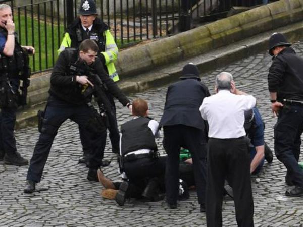 Böyük Britaniyada terror aktı nəticəsində ölənlərin sayı 4-yə çatıb - YENİLƏNİB - VİDEO - FOTO
