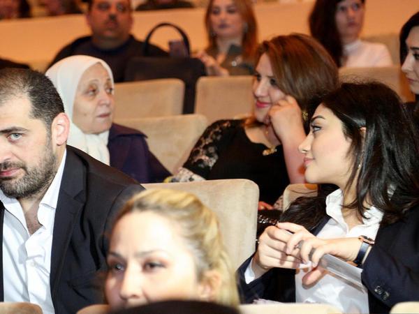 Azərbaycanlı müğənni nişanlısı ilə ilk dəfə görüntüləndi - FOTO