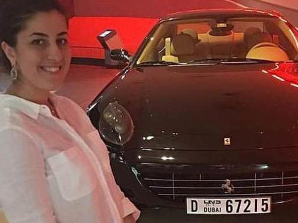 Moskvada Dadaşova bacıları Ferrari alanda tutulublar - FOTO