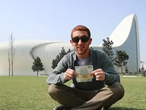 ABŞ-lı blogger: Bakıda 10 dollara çay süfrəsi, dönər, qəlyan və taksi xidməti - VİDEO