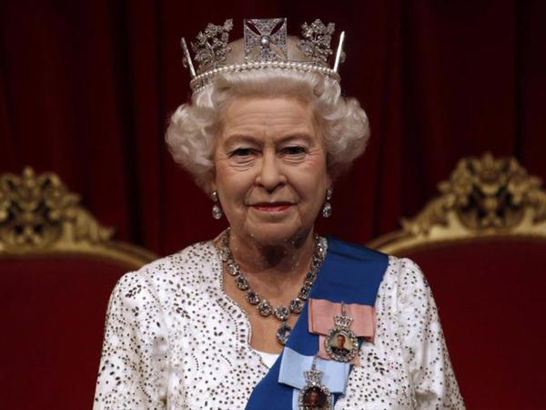 """Kraliça Yelizavettanın <span class=""""color_red"""">GİZLİ JESTLƏRİ</span>"""