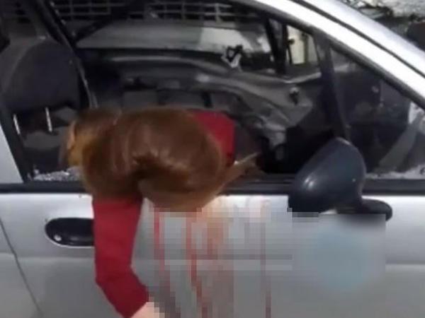 """Sosial şəbəkədə canlı yayım aparan qız FACİƏYƏ səbəb oldu: <span class=""""color_red"""">özü öldü, 6 nəfər yaralandı  - VİDEO</span>"""