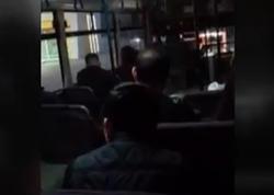 Bakıda avtobus sürücüsü sərnişinlərin həyatı ilə oynayır - VİDEO