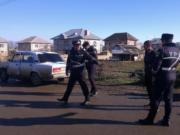 Piyada vuruldu: sürücü deyir, adama yox, dirəyə çırpılıb - FOTO