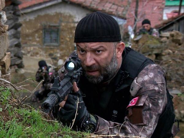 Məşhur serialın 10 illik aktyoru ekran işindən ayrılır - VİDEO