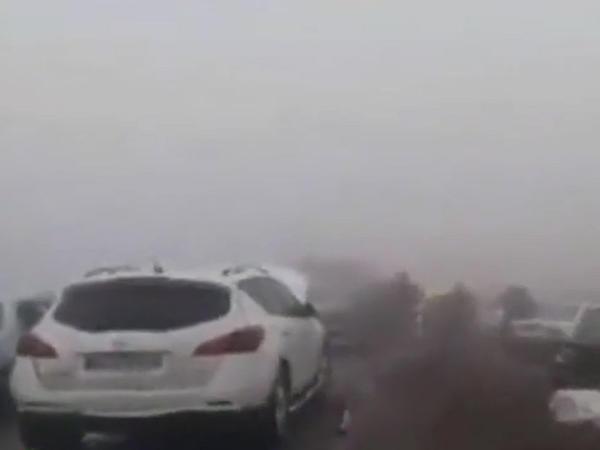 """Zəncirvari qəza: <span class=""""color_red"""">130 avtomobil toqquşdu, 89 nəfər yaralandı - VİDEO</span>"""