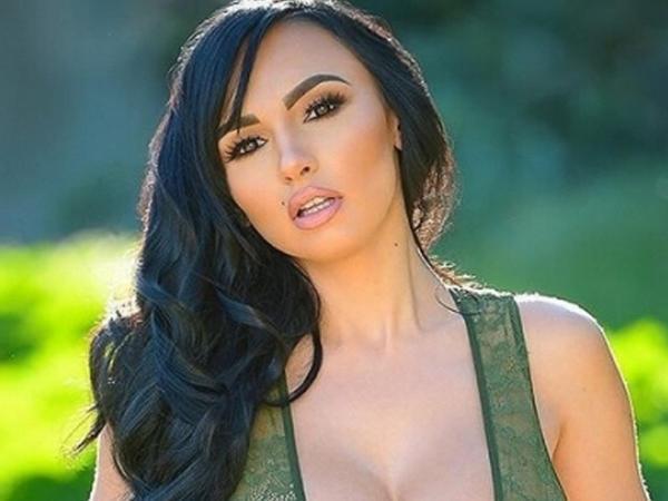 Erotik model Rusiyanın səfiri olmaq istəyir - FOTO