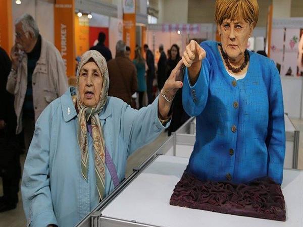 """İstanbulda hamı """"Merkel"""" və """"Tramp""""ı yemək istəyir"""