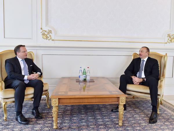 Prezident İlham Əliyev Danimarka və Portuqaliya səfirlərinin etimadnamələrini qəbul edib - FOTO