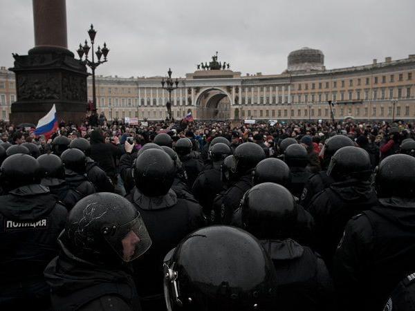 Sankt-Peterburqda etiraz aksiyası zamanı 130 nəfərdən çox adam saxlanılıb