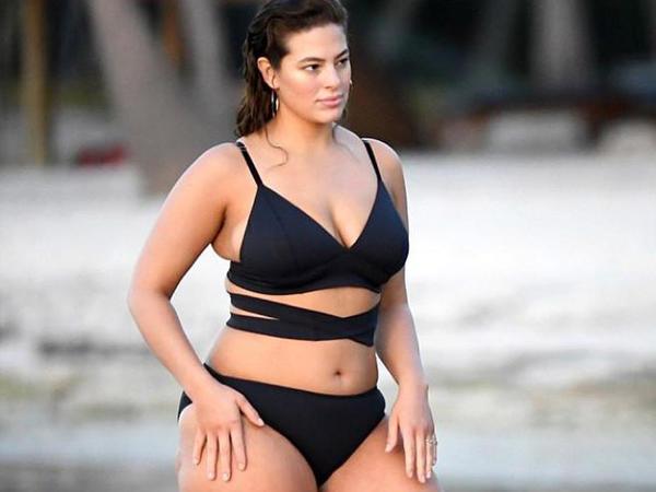 Kök modeldən bikini şousu - FOTO