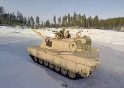 Tank buzun altına düşüb