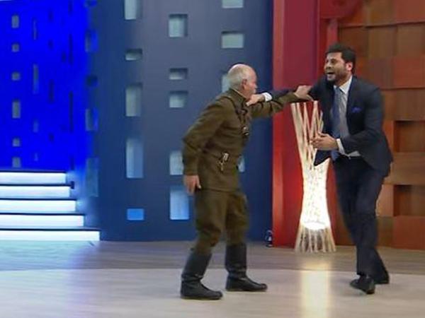 90 yaşlı kişi Zaur Kamalla güləşdi - VİDEO