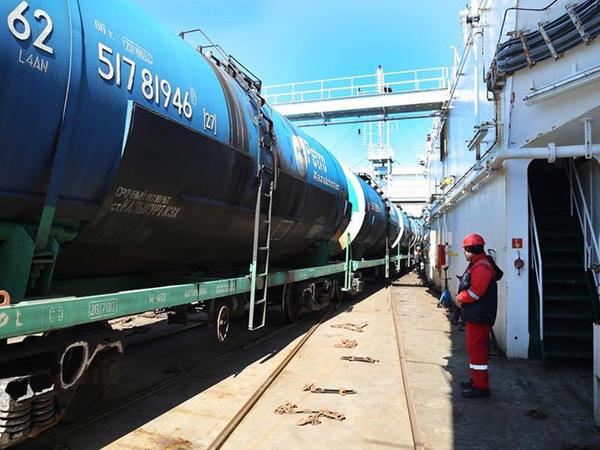 Qazaxıstanın Kurık limanından Azərbaycana ilk yük yola salınıb - FOTO