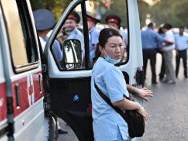 Qırğızıstanda hərbi avtomobil yaşayış evinə çırpılıb, 28 hərbçi yaralanıb