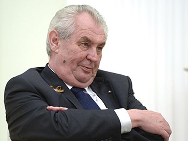 Çexiya prezidentinə porno tələ qurulubmuş