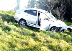"""Bakıda cip sürücüsü """"Hyundai""""yı vurub dərəyə saldı, özü aradan çıxdı - VİDEO"""