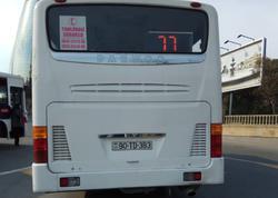 """Bakıda avtobus sürücüsünün özbaşınalığı - <span class=""""color_red"""">Marşrutdan çıxdı, sərnişinləri yola atdı - FOTO</span>"""
