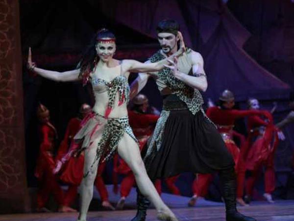 """""""Ailə üzvlərimin mənə baxmasını sevmirəm"""" - <span class=""""color_red"""">Azərbaycanlı baletmeyster - FOTO</span>"""