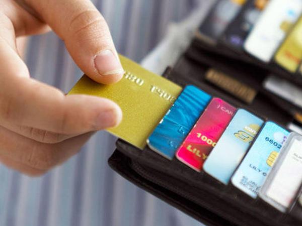 """Kredit kartı almaq üçün gəliriniz nə qədər olmalıdır? – <span class=""""color_red"""">CƏDVƏL</span>"""