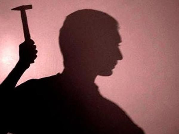 Azərbaycanda ata çəkiclə 7 yaşlı oğlunu öldürüb