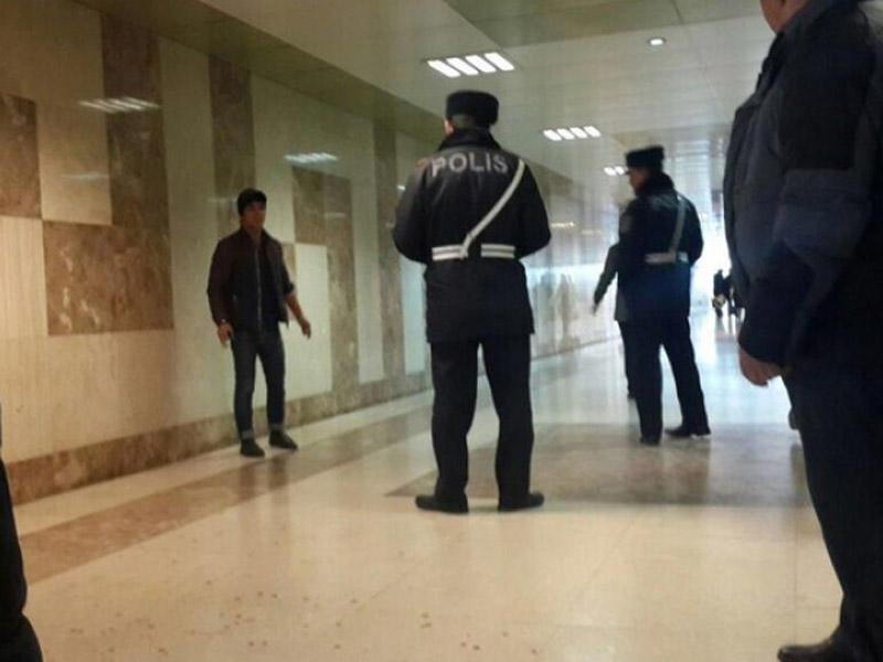 Bakıda polisin saxlamaq istədiyi gənc özünü doğradı - FOTO