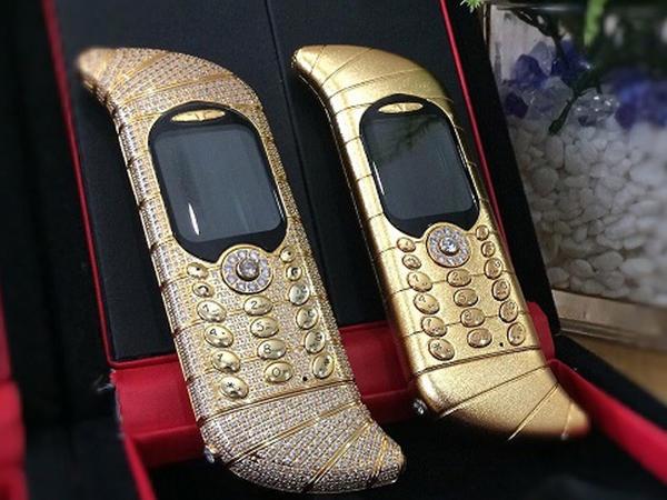 Dünyanın ən bahalı telefonları - FOTO