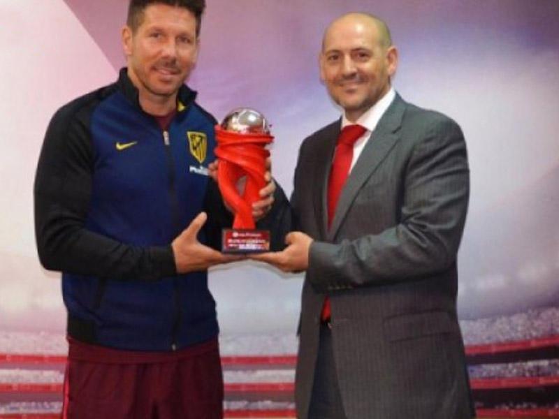Simeone ayın ən yaxşısı seçildi